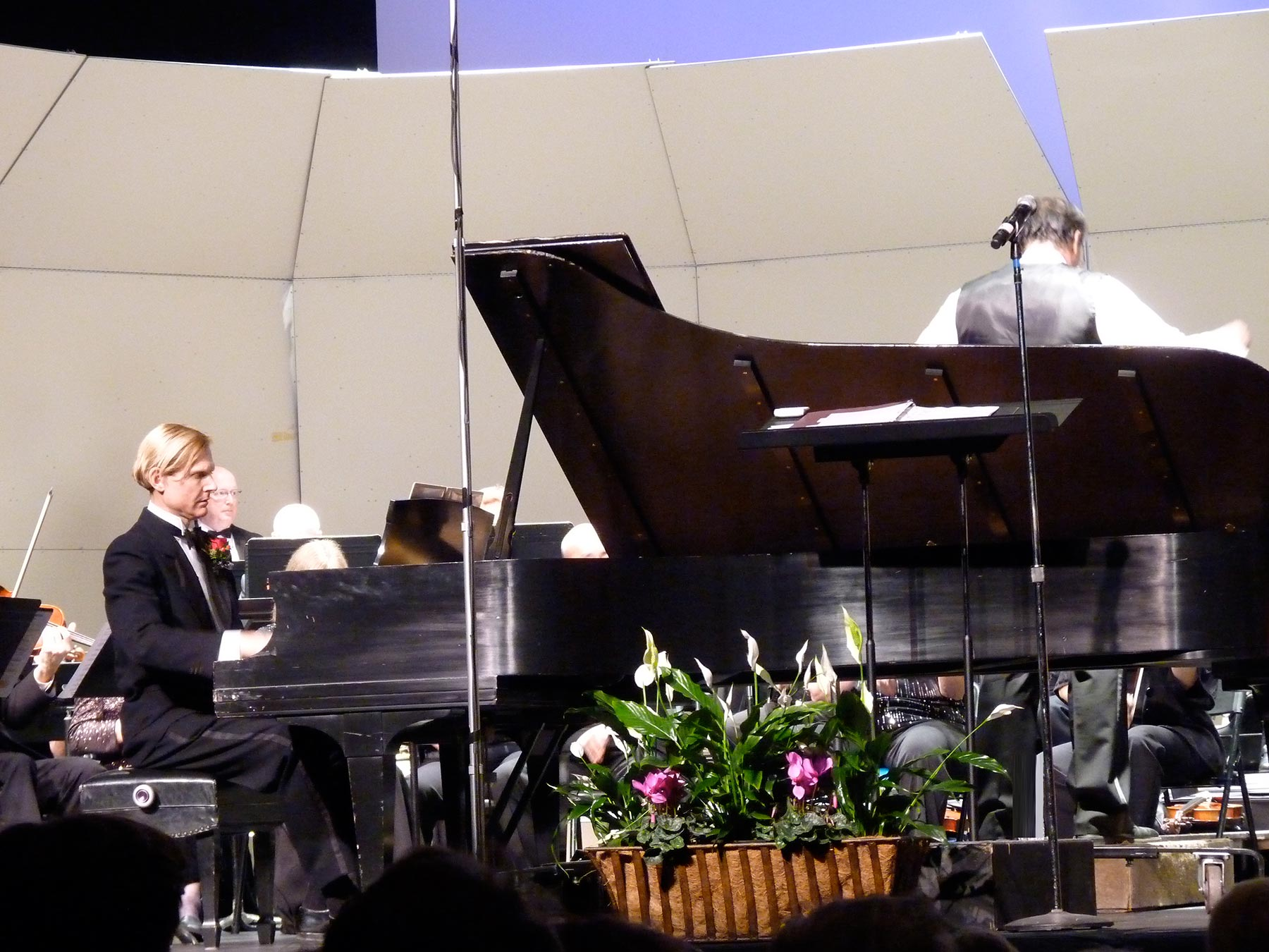 Frederick Hodges with the California Pops                   Orchestra